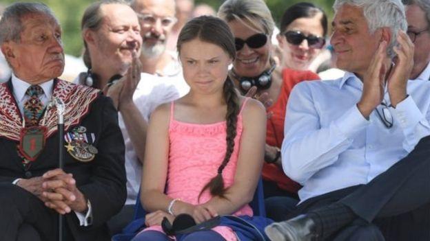 گرتا تانبرگ، دختر ۱۵ ساله سوئدی که کمپین دانش آموزان را برای مبارزه با گرمایش زمین به راه انداخته