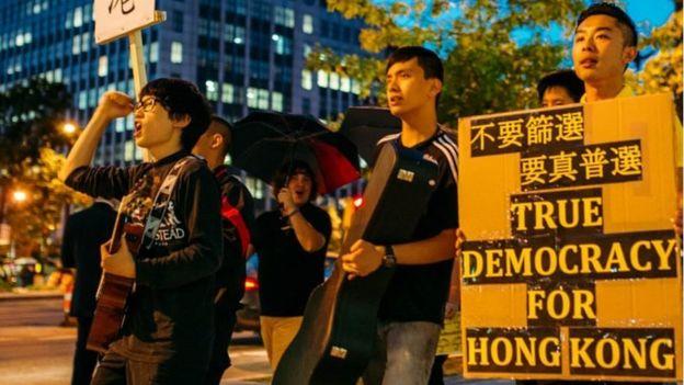 Jeffrey Ngo dùng âm nhạc cùng bạn bè để kêu gọi dân chủ cho Hong Kong ở Mỹ năm 2016.
