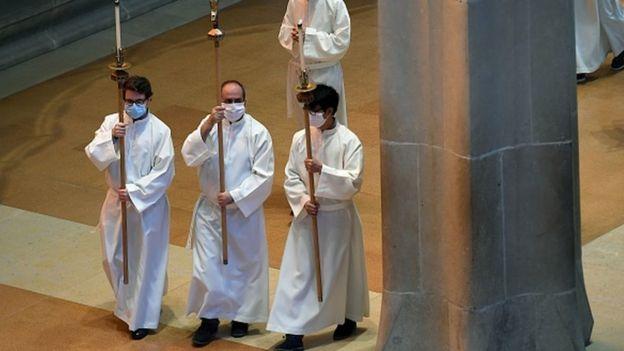 месса в соборе Барселоны