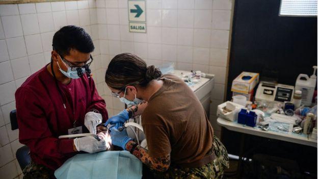 Venezuelano recebe tratamento dentário