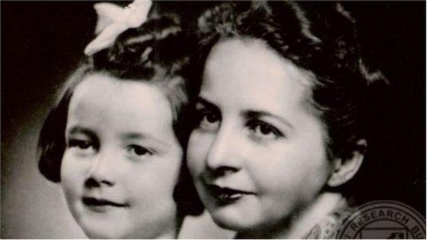 সুভাষ বসুর স্ত্রী এমিলি শেঙ্কল ও কন্যা আনিতা বসু