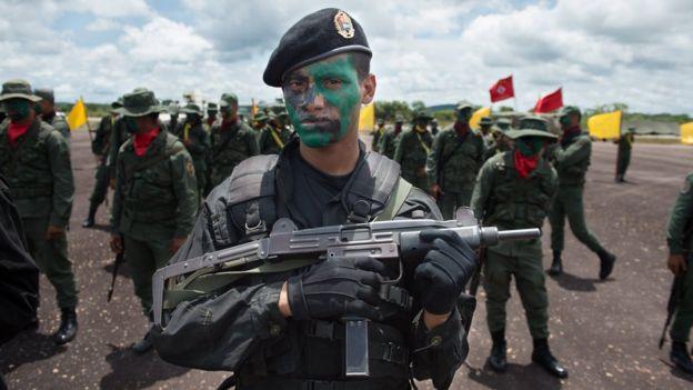 Soldados venezolanos en maniobras cerca de la frontera con Guyana.
