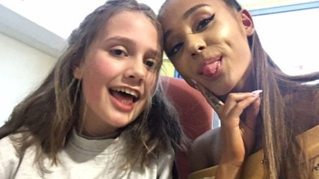 Ariana Grande with one of the victims of the Manchester attack