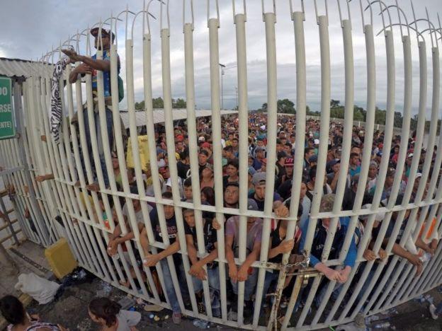 Valla entre México y Guatemala
