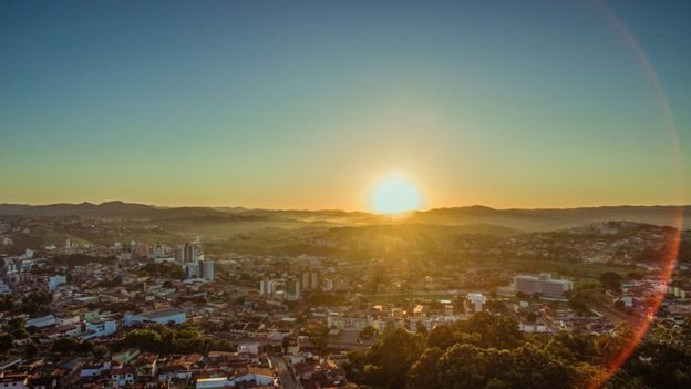 Foto de Itabira com o nascer do sol