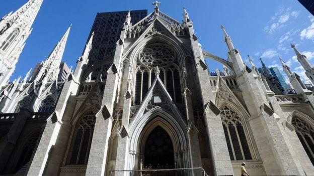 مردی با دو پیت بنزین در مقر کلیسای کاتولیک نیویورک بازداشت شد