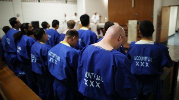 Presos en una cárcel del condado de Los Ángeles.