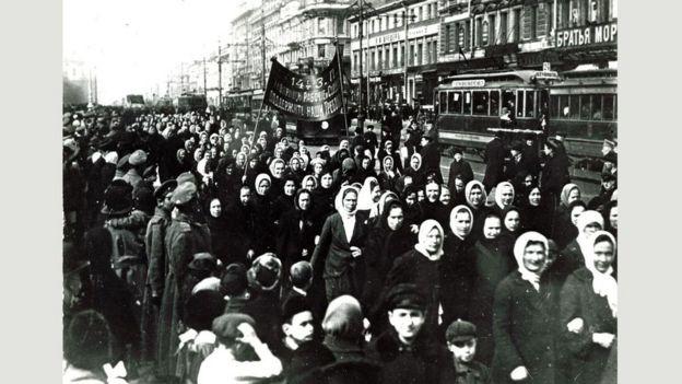 Petrograd 8 Mart kadın yürüyüşü