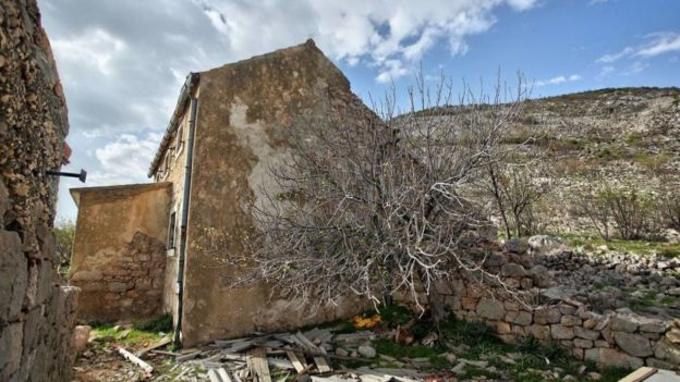 莫德里奇一家的宅子被塞爾維亞武裝摧毀。
