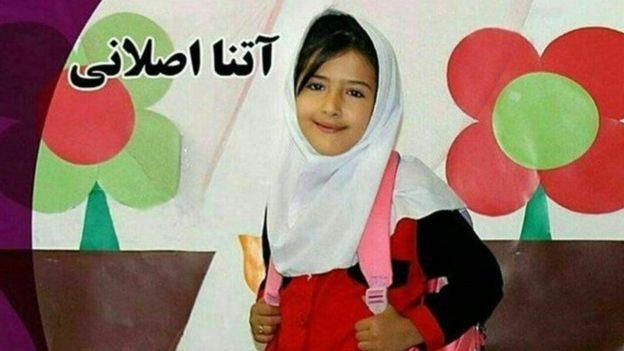 آتنا اصلانی، دختربچه هفت سالهای بود که کمتر از یک ماه پیش پارسآباد مغان، در استان اردبیل، به قتل رسید