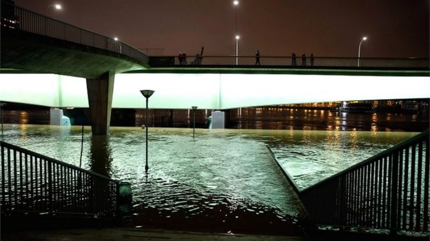 French Floods Seine River Reaches Peak In Flood Hit Paris Bbc News