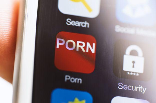Teléfono con una aplicación de porno