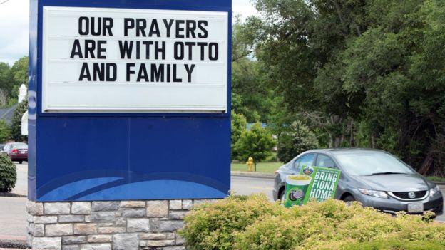 Các doanh nghiệp địa phương ở Wyoming thay vì để quảng cáo đã đề thông điệp chia buồn cùng gia đình Otto