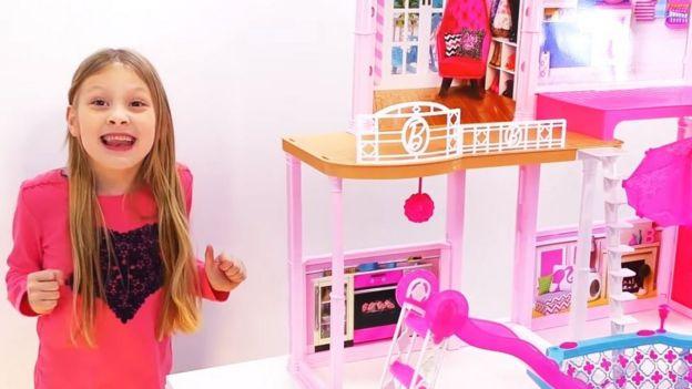 Ava and the Barbie house adlı video