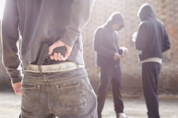 jóvenes delincuentes.