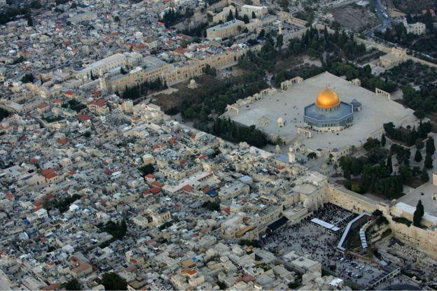 Image caption Yerusalem adalah salah sau kota tertua di dunia.