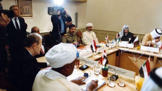 اتحادیه عرب یکی از نخستین سازمانهای بینالمللی بود که به محلی برای طرح ایده ائتلاف نظامی اعراب تبدیل شد؛ ایدهای که هرگز به نتیجهای واقعی نرسید