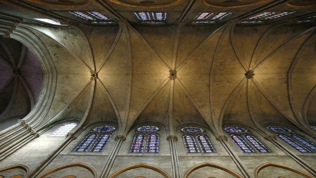 Bóveda central de Notre Dame antes del incendio.