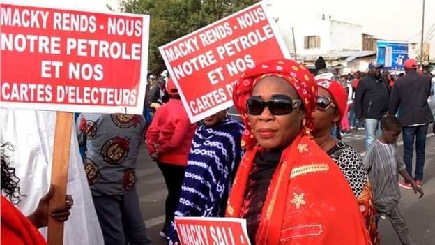 La gestion des ressources pétrolières et gazières suscite déjà la polémique au Sénégal.