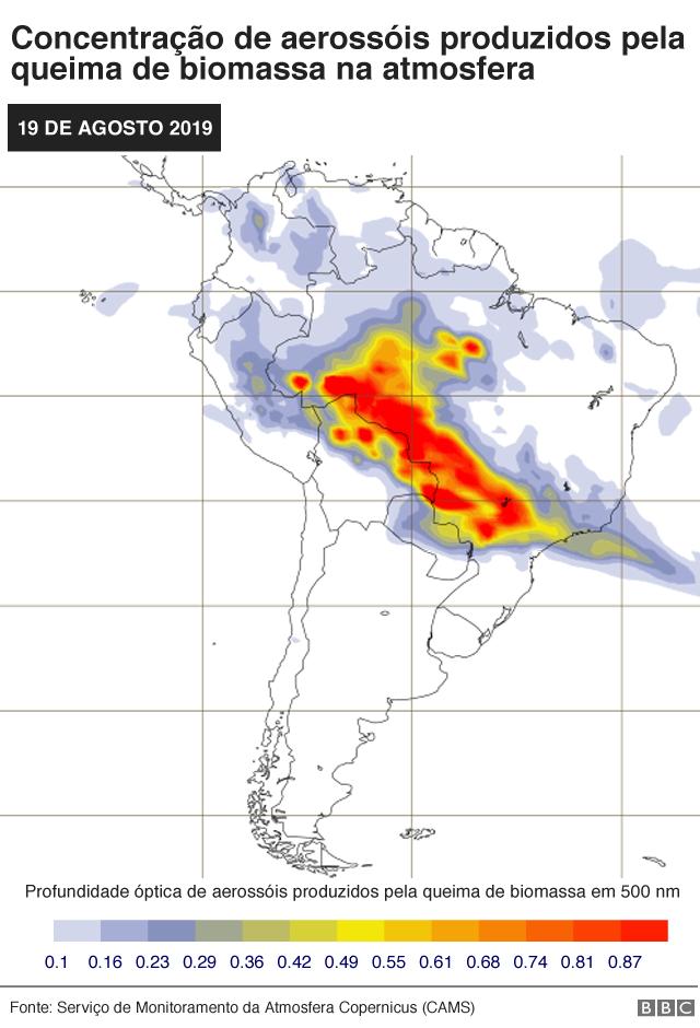 Mapa mostra previsão de fumaça no Brasil (Aerosol liberado com queima de biomassa em profundidade óptica de 550 nm) no dia 19 de agosto