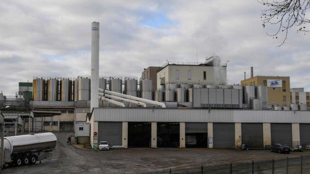 沙門氏菌的爆發可以追溯到其在法國西北部Craon鎮的工廠中用於乾燥奶粉的一座塔。