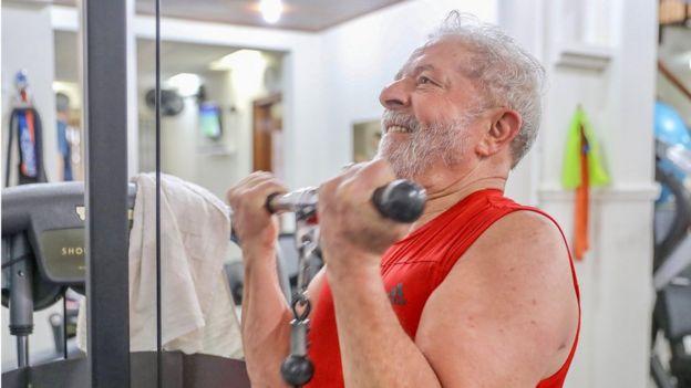 Lula fazendo ginástica