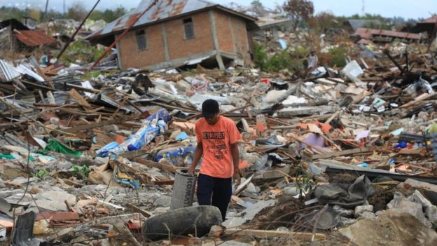 Tsunami y terremoto en Indonesia