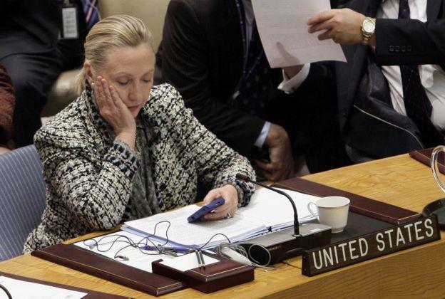 Clinton reconoció que había sido un error usar un servidor privado de correo mientras era secretaria de Estado.