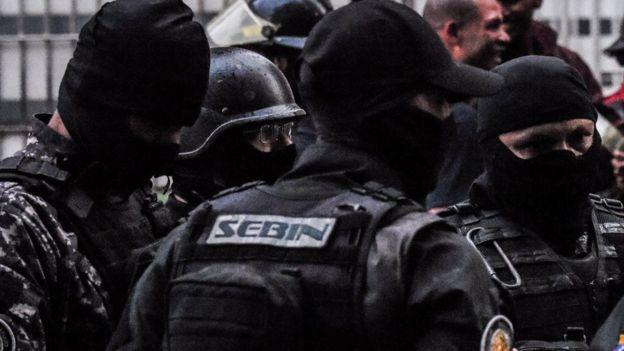 Efectivos policiales.