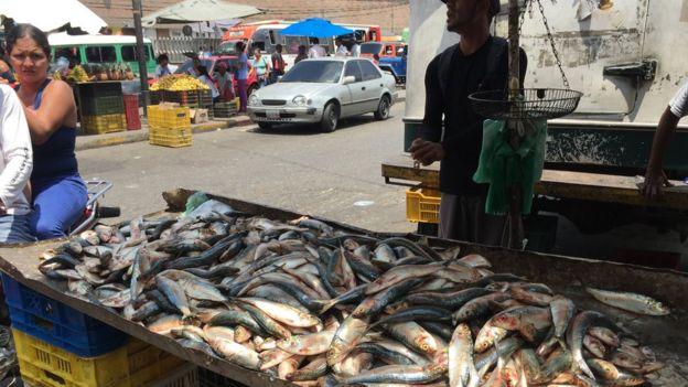 Un puesto de sardinas en Petare