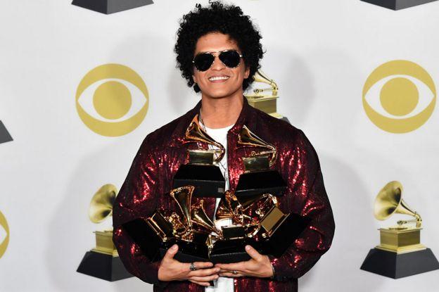 Drake and Kendrick Lamar lead Grammy Award nominations - BBC