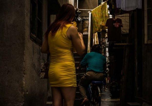 탈북 여성이 성 산업에 유입되는 경로는 강요와 납치, 인신매매, 브로커에 의한 매매 순으로 알려졌다