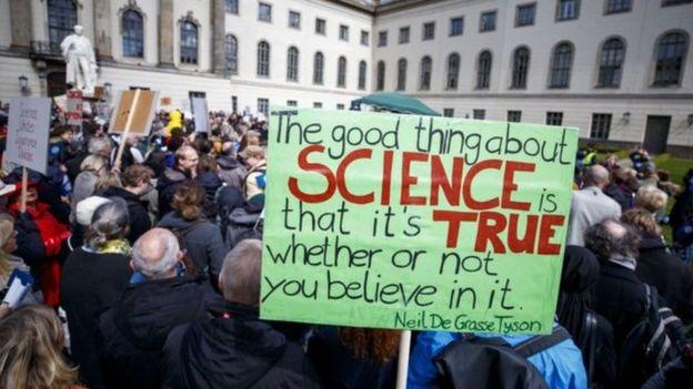 تظاهرة من أجل العلم