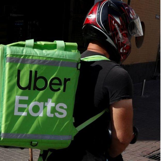 Entregador de Uber Eats em Kiev