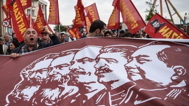 5月1日勞動節,土耳其民眾打出的橫幅。