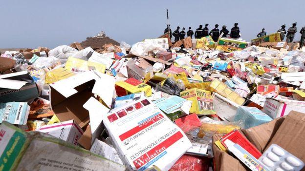 Montaña de cuatro toneladas de medicinas falsas