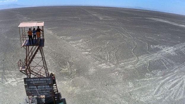 Torre de observación de las líneas de Nasca.