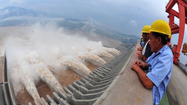 Operarios en la represa de las Tres Gargantas