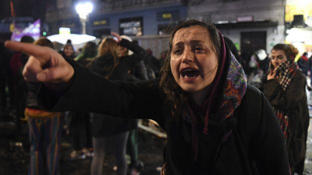 Feminista llorando
