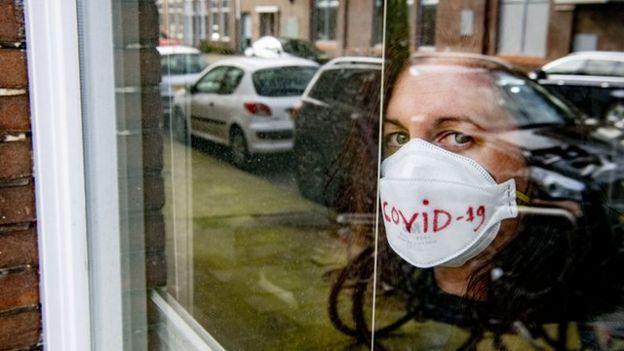 یک سوال اخلاقی پیش روی مبتلایان به ویروس کرونا این است که آیا باید خانه نشین شوند؟