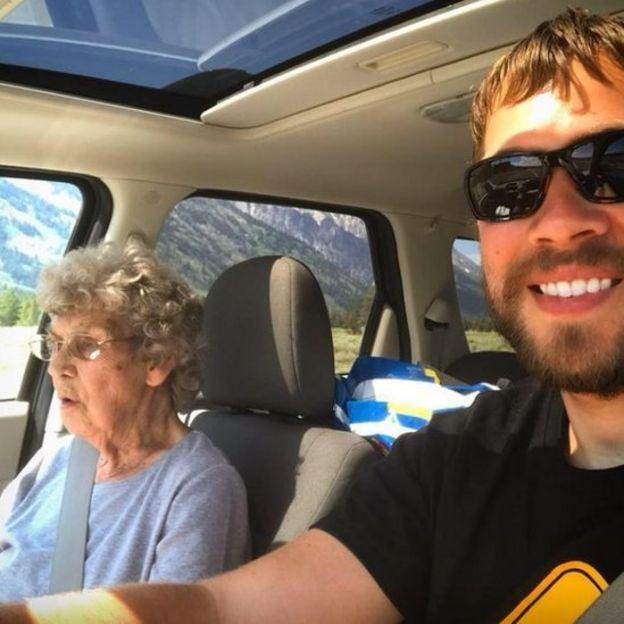 Grandma Joy ve Brad