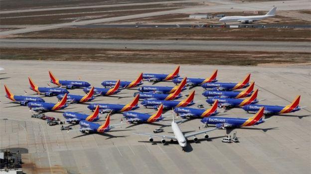 Aviones Boeing 737 Max de Southwest estacionados en un aeropuerto