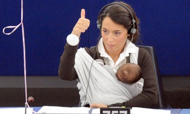 Лиция Ронзулли проголосовала в Европарламенте в 2010 году