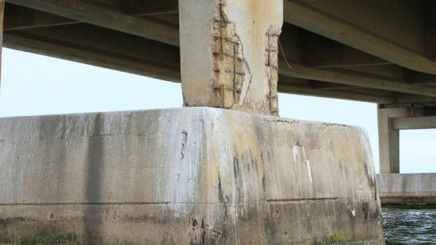 Columna puente Rafael Urdaneta.