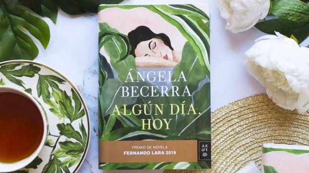 """Portada de """"Algún día, hoy"""", de Ángela Becerra"""