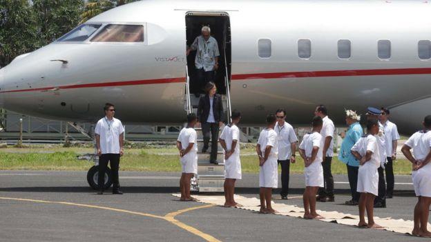 蔡英文出訪南太平洋邦交國家因為搭乘的專機而被藍營批評是