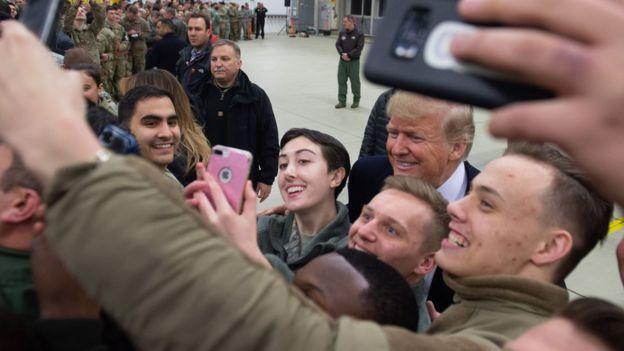 در نهایت در سفر ماه دسامبر آقای ترامپ به عراق، او به دیدار با سربازان فرماندهان آمریکایی بسنده کرد