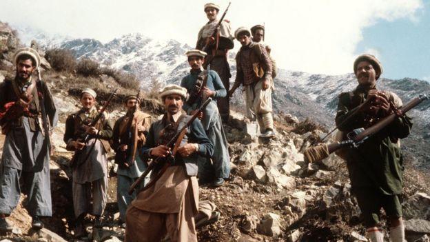 সেকেলে অস্ত্র হাতে প্রথম দিকের সোভিয়েতবিরোধী আফগান যোদ্ধারা