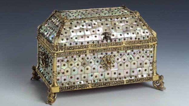 جعبه ساخته شده از مروارید