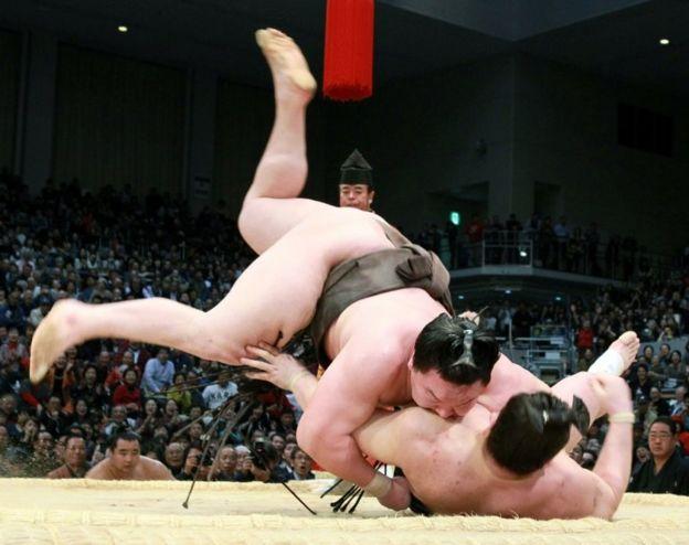 Lucha de sumo. (Foto: JIJI PRESS/AFP/Getty Images)